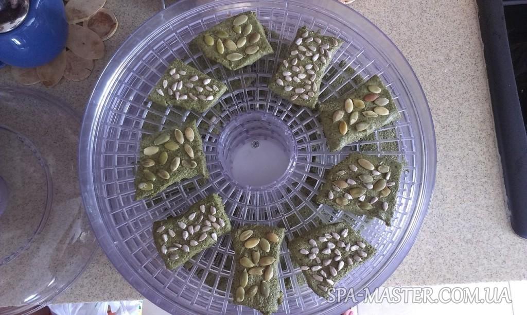 Сыроедческие хлебцы из семян в сушилке
